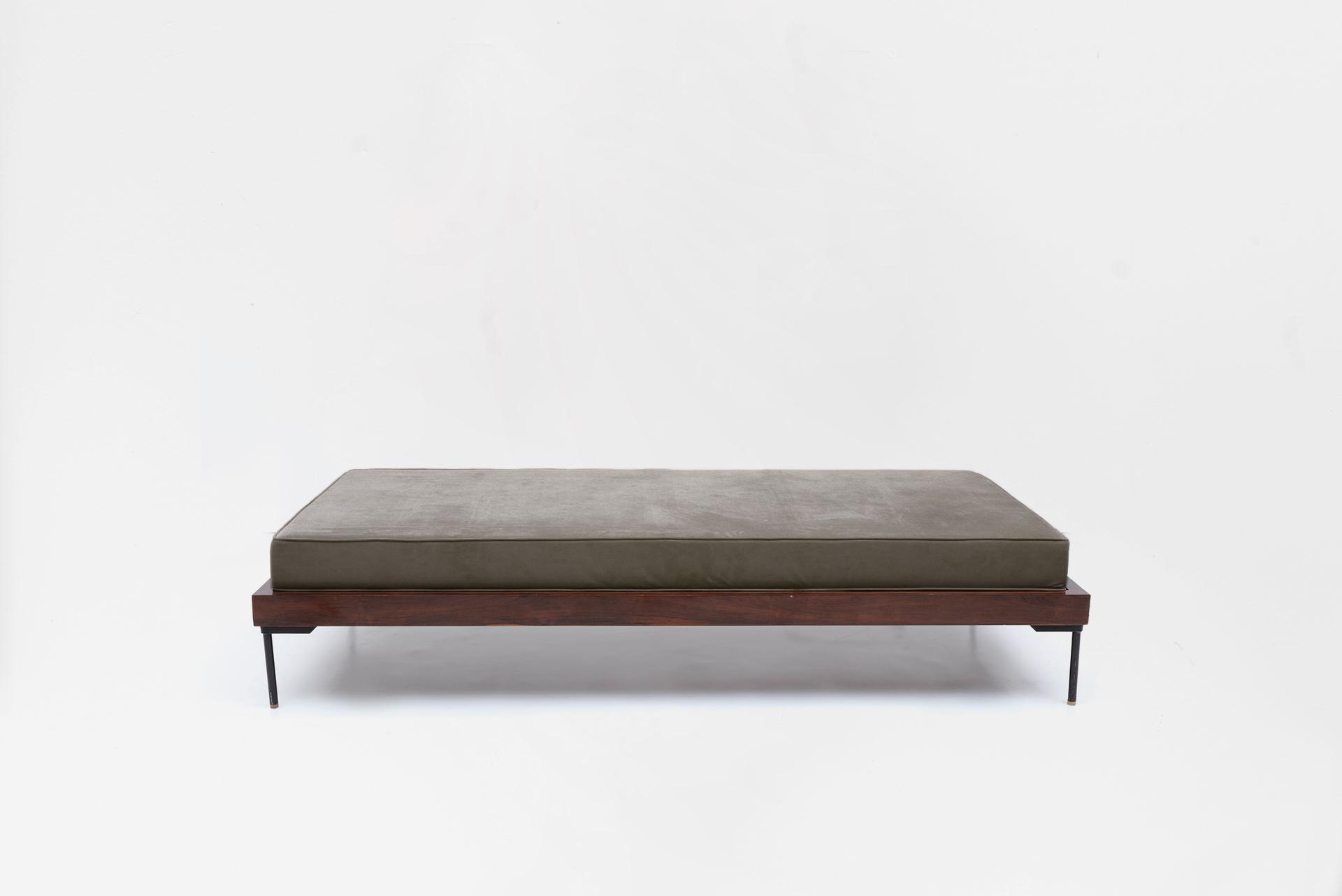 Day bed Manufactured by Unilabor Brasil, 1960 Jacaranda wood, iron, fabric upholstery