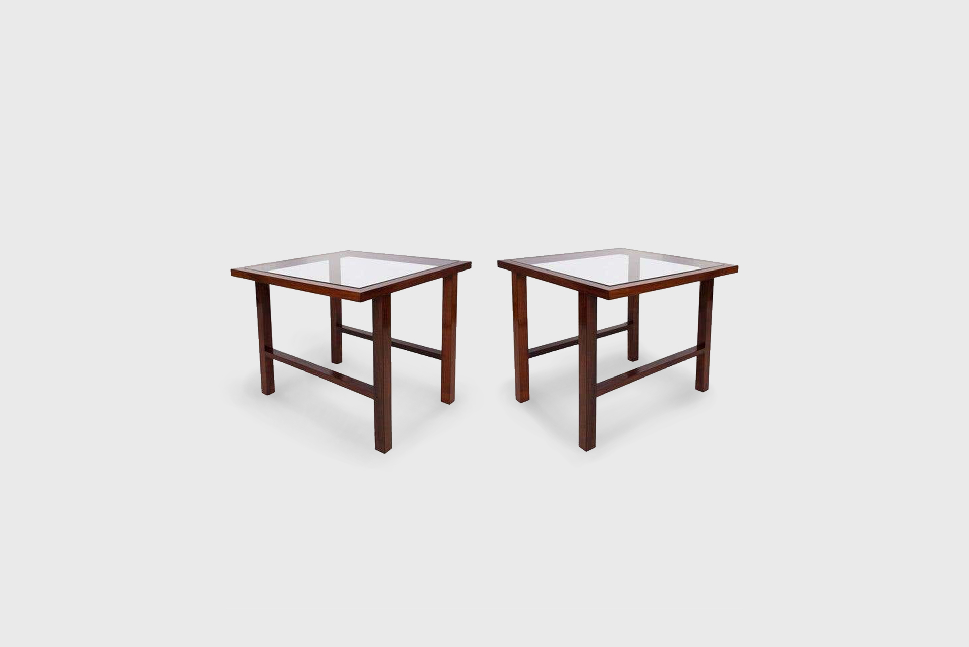 Pair of glass top side tables. Manufactured by Branco & Preto. Brazil, 1950s. Glass, caviuna wood