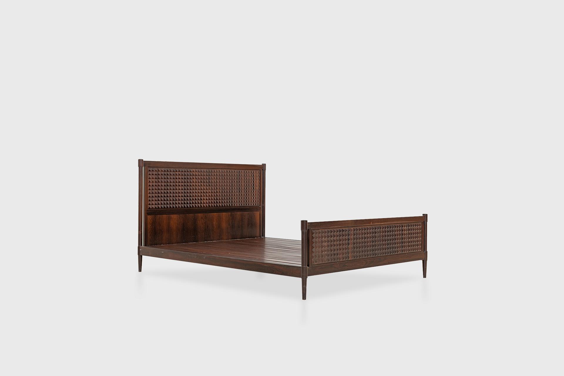 Double bed Manufactured by Tenreiro Móveis e Decorações Brazil, 1970s Jacaranda wood
